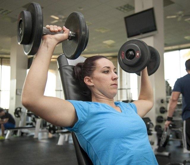 schouders trainen vrouwen